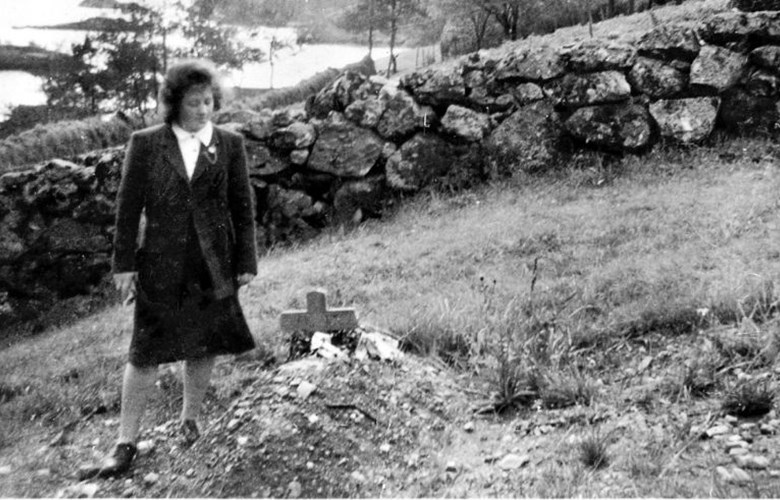 Bergitte Nesøy, married Pedersen, beside the grave of her brother a short time after his burial.