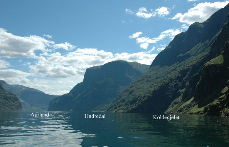 The picture gives a general view of the location of Koldegjelet in relation to Aurland and Undredal.