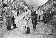 The opening of the road on 19 September, 1960. The ceremony took place a short distance up from Hardbakke. The ribbon is cut by the county governor Nikolai Schei. Still parts of the road were not navigable. On the left are mayor Henrik Nybø and the bailiff Johs. Mathiesen. The first woman from the right is Dagny Nybø, the mayor's wife. It is also possible to get a glimpse of Anna Herland, former mayor.