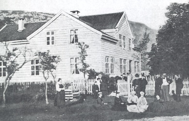 Volden in the 1860s, while the bailiff Christen Elster resided here. He made considerable extensions to the house.