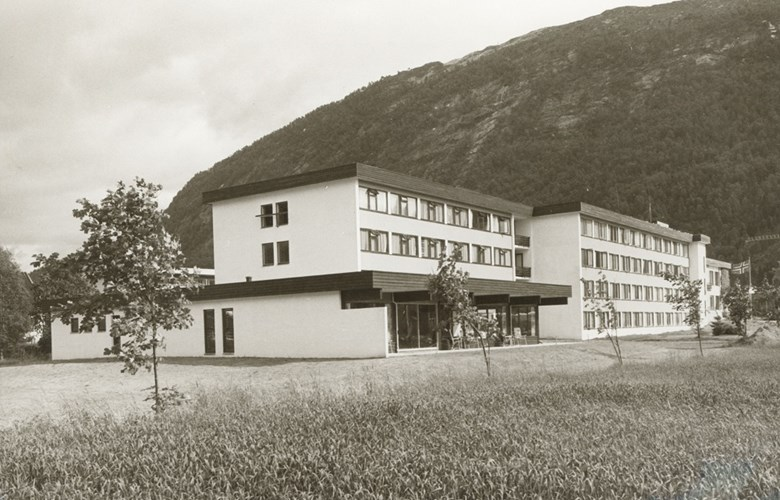 Sunnfjord Hotell in May, 1968 with 67 rooms and 143 beds.