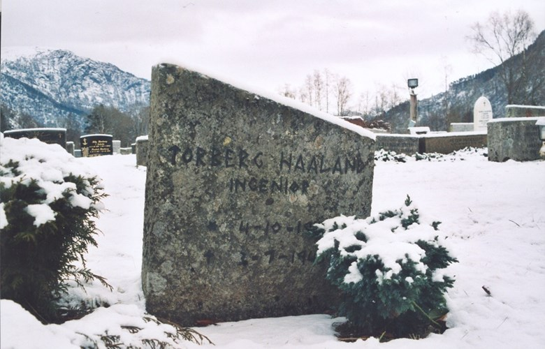 Torberg Haaland is buried next to his parents in the churchyard in Førde. The grave is the only war grave in the municipality of Førde.