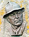 The bronze relief is made by the Bergen artist Sofus Madsen. It shows the painter the way people remember him, 'with his characteristic hat, and the alert, sharply observant look.'