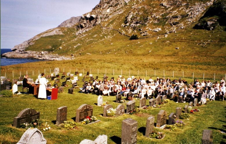 From the Ervik service in 2003 attended by a lot of people in glorious weather.