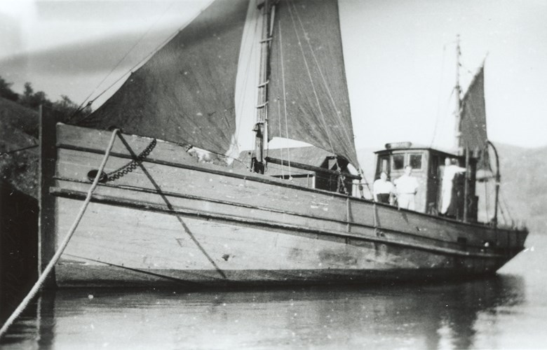 The M/K <i>Fremad II,</i> 63 feet, from Pollen, went across in October, 1941, carrying ten persons. The trip took 24 hours to North Shetland. 22-year-old Sverre Pollen captained the boat, which returned in 1946, then with sails.