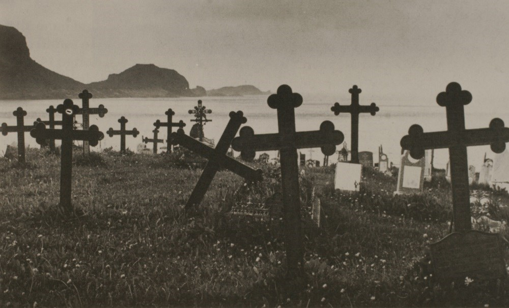 The churchyard at Ervik has more iron crosses than any other churchyard in the county. The churchyard is a timeless symbol of Olaf Tryggvason's christening mission, according to Vera Henriksen in her book <i>Selja og Stad.</i>