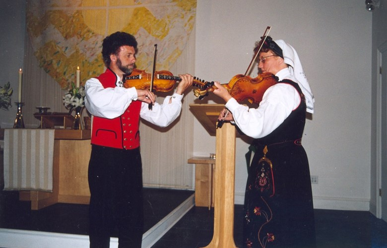 Leikny Aasen and Vidar Underseth performing a wedding dance after Edvard Staumen, Solund, in the Norwegian Seamen's Church in New York, in August, 2000, in connection with a church service.