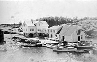 Korssund before World War II. A number of leisure boats along the quay.