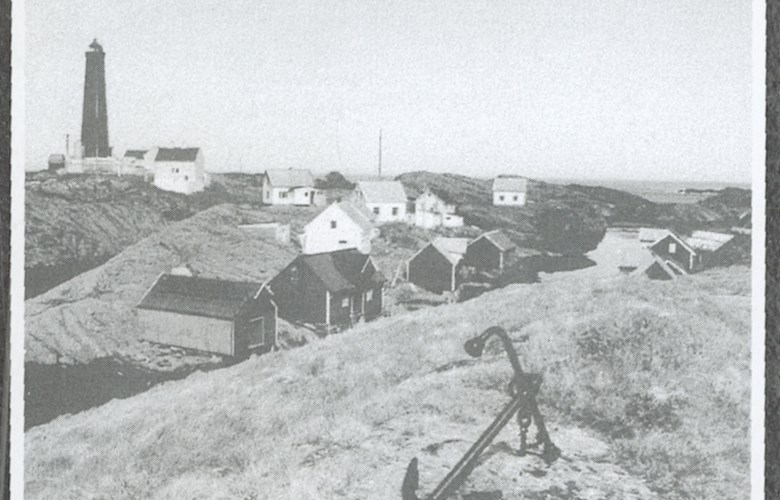 The picture is taken towards the northwest, from the old church site at Utvær. Where the anchor is placed is today called the Churchyard. In the background the towering Utvær lighthouse.