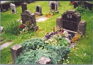 The grave of the brothers Ragnvald and Arthur Torheim, nicely decorated with beautiful flowers and plants in the summer of 2003.