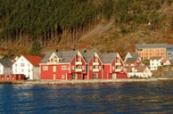Kalvåg is one of the few thriving centres along the coast of Sogn og Fjordane. Old warehouses and boathouses now serve as accommodation facilities for tourists. New lodging facilities have been built on the so-called county quay.
